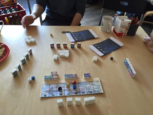 Prototyp - Das Layout des Spiels wird anders aussehen (z.B. werden die Steine aus Plastik sein)